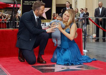 HOLLYWOOD, CA - DECEMBER 15:  Blake Lively and Ryan Reynolds with their children attend a ceremony honoring actor Ryan Reynolds with Star on the Hollywood Walk Of Fame on December 15, 2016 in Hollywood, California.  (Photo by Tommaso Boddi/WireImage)