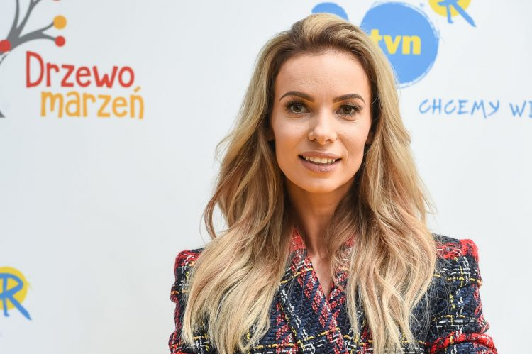 WARSAW, POLAND - AUGUST 30: (SOUTH AFRICA AND POLAND OUT) Izabela Janachowska participates in the press conference of the new program TV 'Drzewo marzen' August 30, 2017 in Warsaw, Poland. The program will be broadcast by TVN. (Photo by Getty Images Poland /Gallo Images Poland/ Karol Serewis)