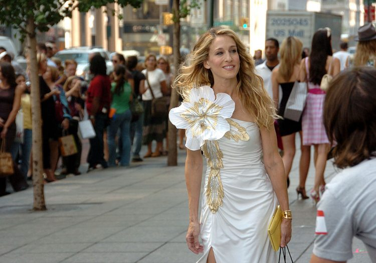 UNITED STATES - SEPTEMBER 21:  Sarah Jessica Parker filming Sex And The City outside of Tiffany's Fifth Ave and 57th St..  (Photo by Richard Corkery/NY Daily News Archive via Getty Images)